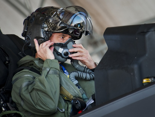 F-35 vuot troi tren chien truong nho 'mat cua Chua' hinh anh
