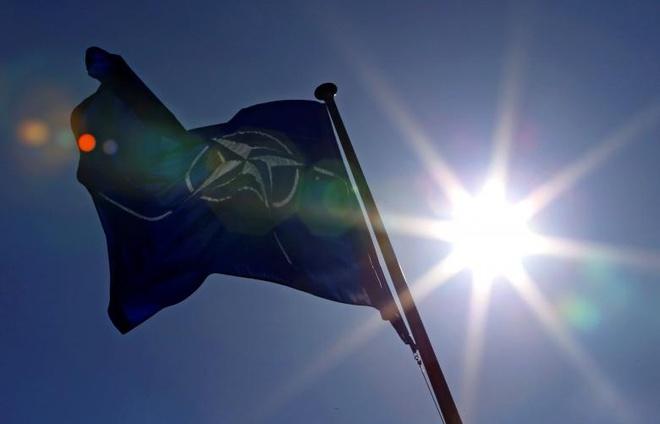 NATO chi 3 ty euro cho ve tinh va doi pho tan cong mang hinh anh 1