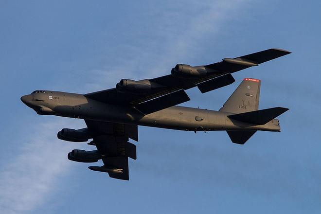 cai tien may bay B-52 anh 1