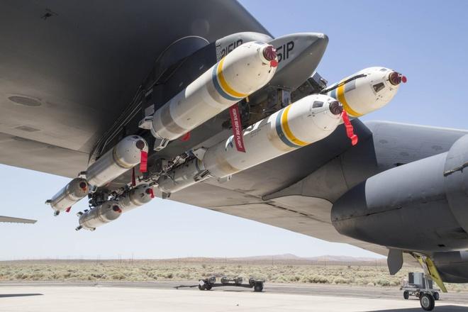 My thu nghiem phao dai bay B-52 de rai 'bom' truyen don hinh anh
