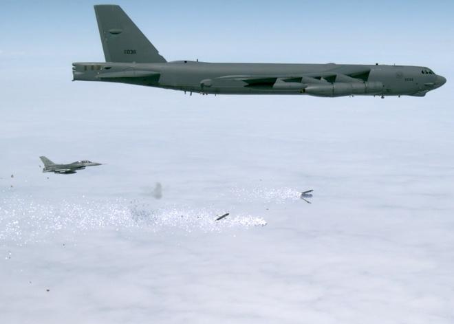 My thu nghiem phao dai bay B-52 de rai 'bom' truyen don hinh anh 1