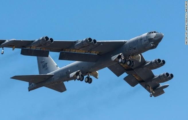My dieu may bay B-52 va B-1 den chau Au doi pho Nga tap tran hinh anh