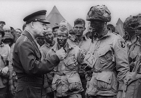 Dwight D. Eisenhower: Tu danh tuong den tong thong tai ba hinh anh