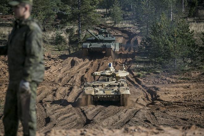 Sieu tang T-14 Armata lan dau xung tran tai Zapad 2017 hinh anh
