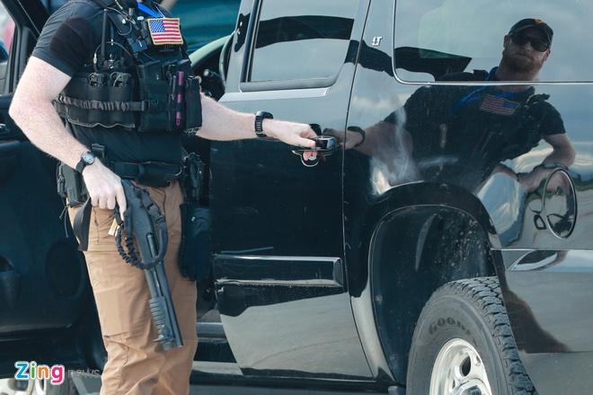 Nhung vu khi mat vu My mang theo bao ve TT Trump hinh anh