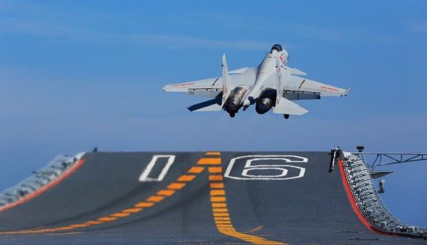 Tiem kich tren ham J-15 qua cu so voi tau san bay moi cua Trung Quoc hinh anh
