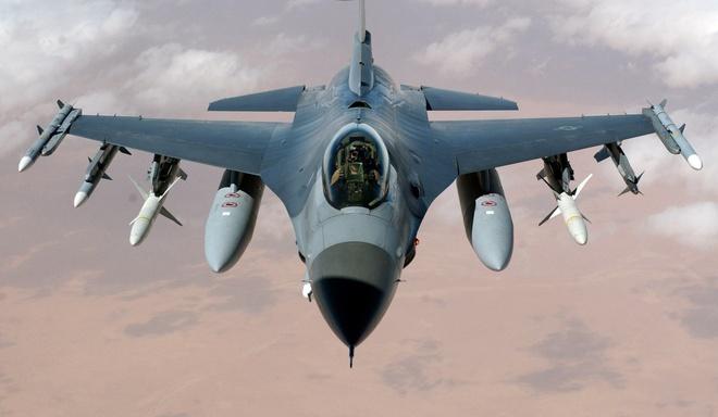 My trang bi tri thong minh nhan tao cho tiem kich F-16 hinh anh