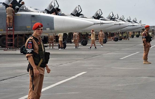Phien quan phao kich pha huy 7 may bay Nga tai Syria hinh anh 1