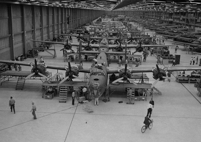 May bay B-24: Ke giai phong chau Au den tu My hinh anh