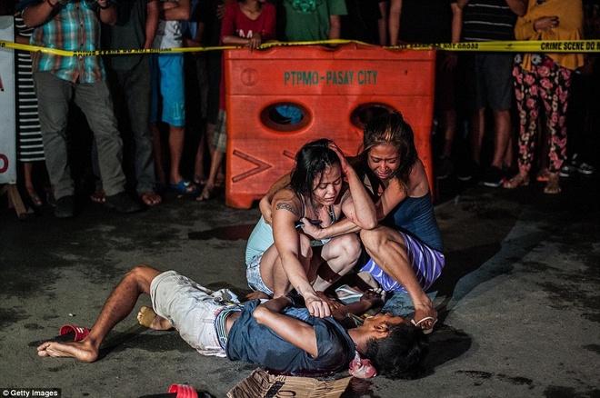 300 toi pham ma tuy bi ban chet trong 1 thang o Philippines hinh anh