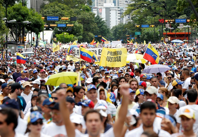 Bien nguoi bieu tinh dong nhu hoi o Venezuela hinh anh