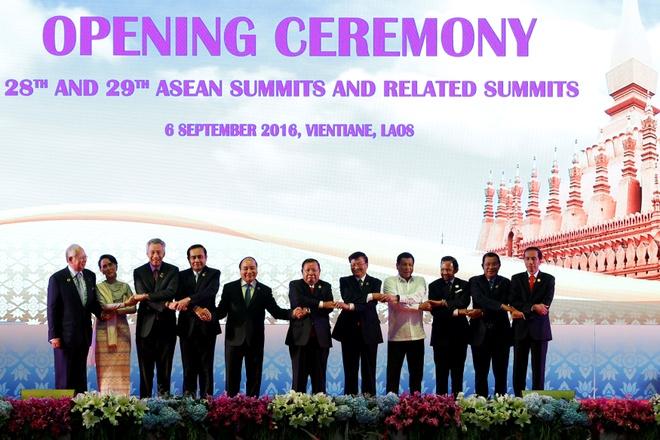 Thu tuong Nguyen Xuan Phuc den Lao du hoi nghi ASEAN hinh anh 2