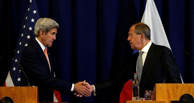 Ngoai truong Nga am chi John Kerry 'cham tre' bang pizza hinh anh