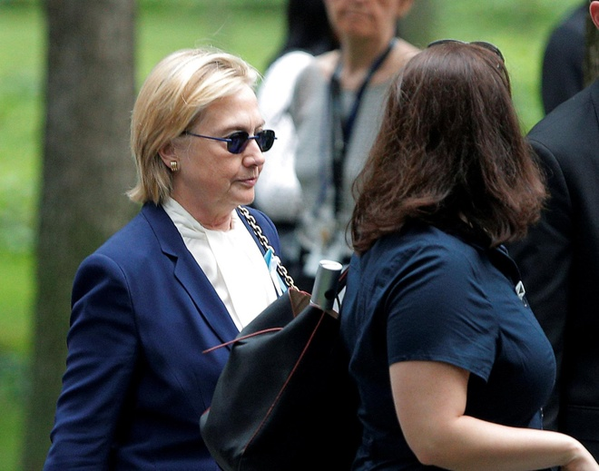 Ba Clinton ngat xiu vi viem phoi trong le tuong niem 11/9 hinh anh