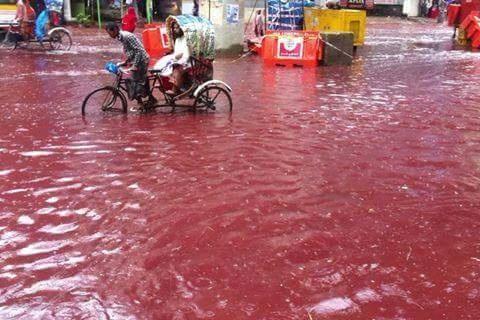 Dong song mau o thu do Dhaka, Bangladesh hinh anh