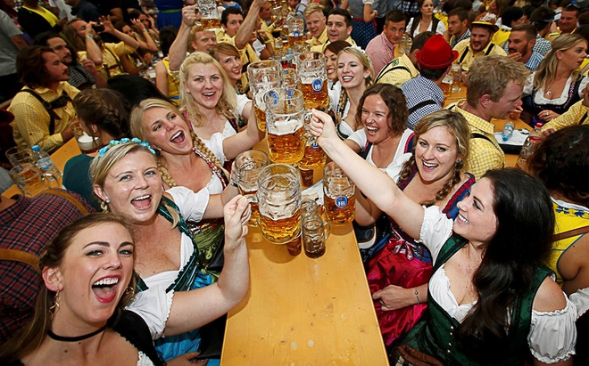 Le hoi bia Duc Oktoberfest that chat an ninh hinh anh