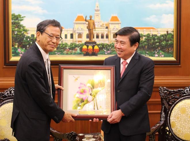 Ong Dinh La Thang: 'Dai su Fukada la nguoi ban than thiet' hinh anh 1