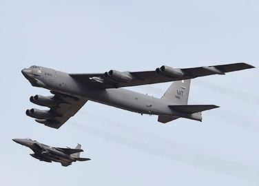 My dua 'sieu phao dai' B-52 den Han Quoc tran ap Trieu Tien hinh anh