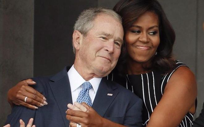 Tinh ban dac biet cua Michelle Obama va cuu tong thong Bush hinh anh