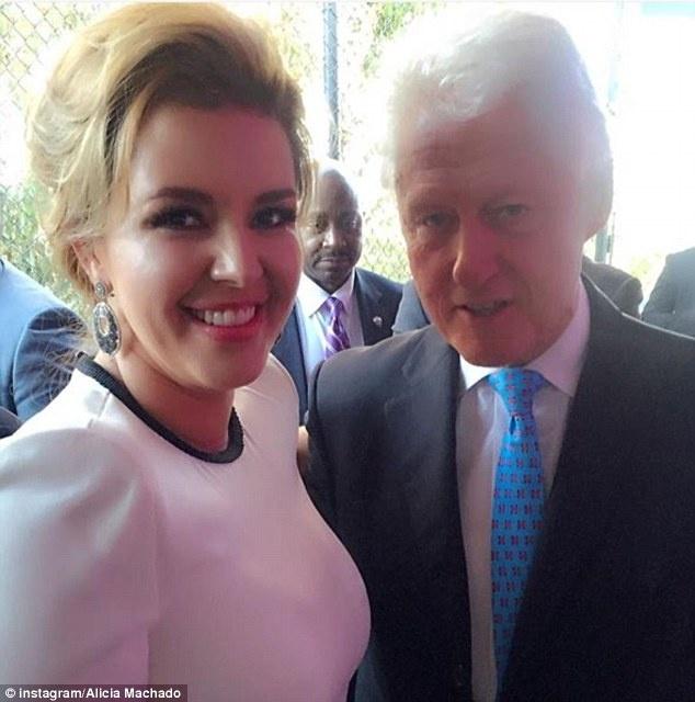Hoa hau bi Trump si nhuc keu goi ung ho ba Clinton hinh anh 2