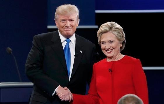 Clinton boc me Trump sau khi bi che ve suc khoe hinh anh