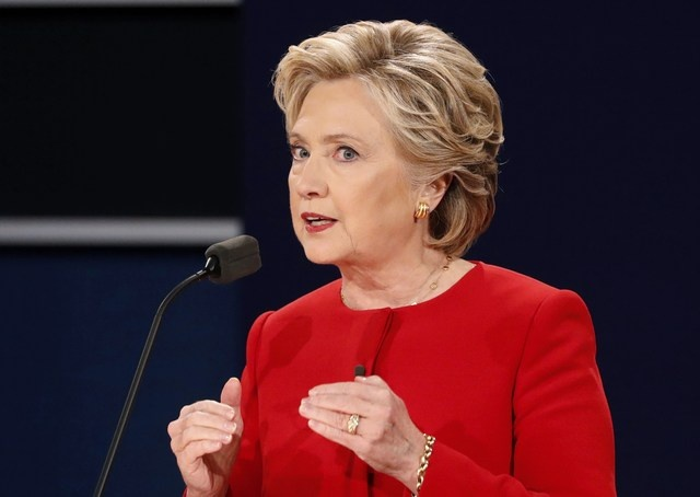 Ty le ung ho Clinton cao hon Trump sau tranh luan hinh anh