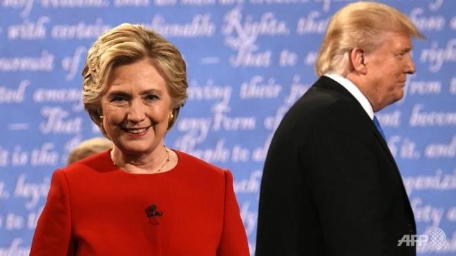 Hillary hoi sinh, Trump sa lay sau cuoc tranh luan dau hinh anh