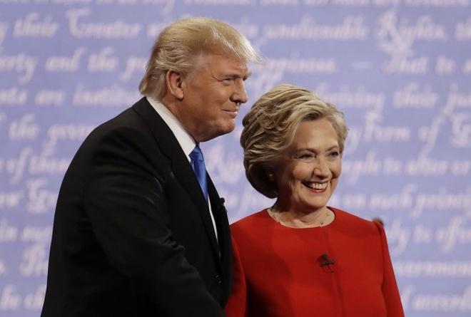 Trump, Clinton canh tranh tung luot like tren mang xa hoi hinh anh