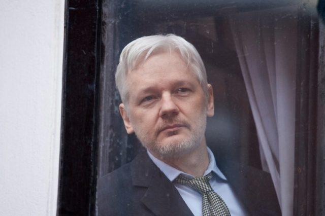 Can thiep bau cu My, nha sang lap WikiLeaks bi cat Internet hinh anh