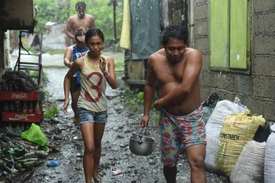 Sieu bao Haima quet qua Philippines, 7 nguoi chet hinh anh 2
