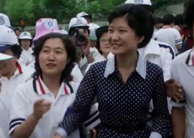 Ly do 'phap su' Choi tro ve Han Quoc giua tam bao hinh anh 2