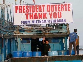 Philippines tra tu do 17 ngu dan Viet hinh anh