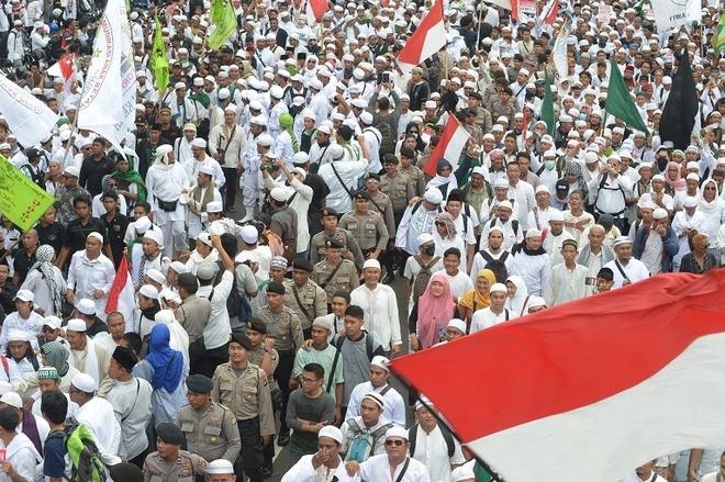50.000 nguoi Indonesia bieu tinh doi thi truong tu chuc hinh anh 1