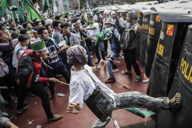 50.000 nguoi Indonesia bieu tinh doi thi truong tu chuc hinh anh