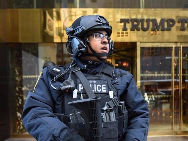 Toa thap Trump duoc bao ve bang vung cam bay hinh anh