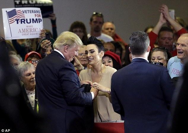 Chuyen chua ke ve 'manh thuong quan' Donald Trump hinh anh 3