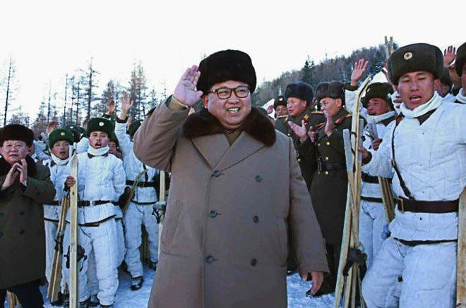 Kim Jong Un len nui du dien tap chien tranh hinh anh
