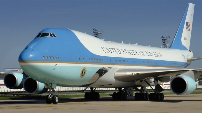 Trump muon huy don hang Air Force One cua Boeing vi qua dat hinh anh