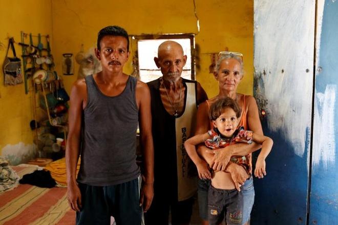 Cha me ngheo o Venezuela bo con vi thieu doi hinh anh 1