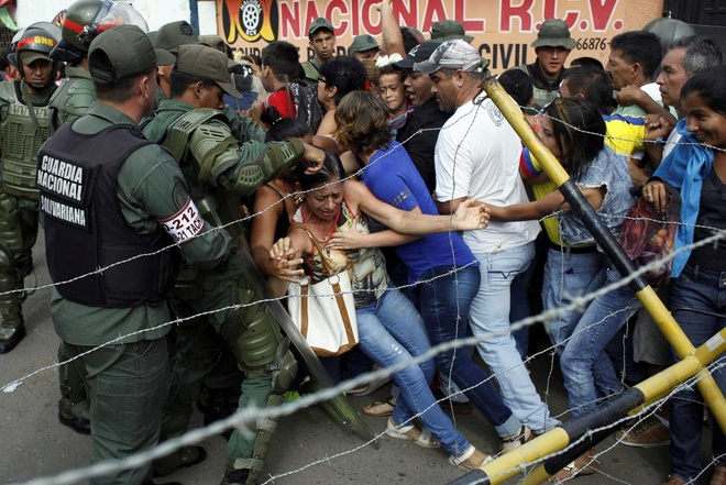 Dap pha, cuop boc o Venezuela vi can kiet nguon tien hinh anh