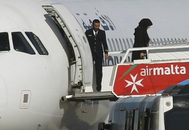 may bay libya bi khong tac anh 1