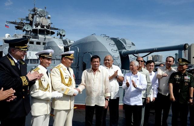 Ong Duterte muon Nga lam dong minh va bao ve Philippines hinh anh