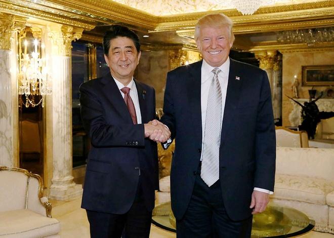 Thu tuong Abe mang gi toi My 'lam qua' cho Tong thong Trump hinh anh 1