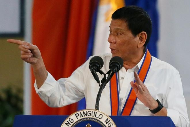 Philippines sa thai gan 100 canh sat dung ma tuy hinh anh