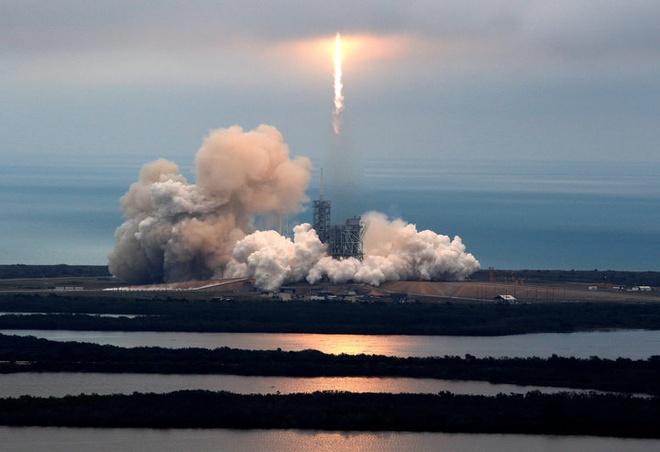 SpaceX phong thanh cong ten lua Falcon 9 sau khi tri hoan hinh anh 1