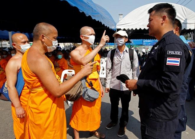 Nhung be boi rung dong Phat giao Thai Lan hinh anh 2