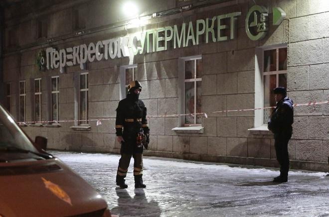 No bom o sieu thi tai St. Petersburg, it nhat 10 nguoi bi thuong hinh anh