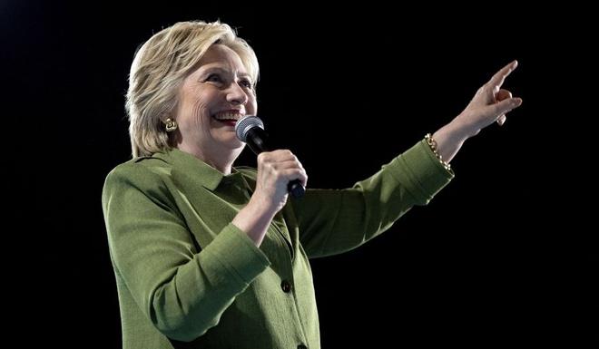 Nha bao My: Ba Clinton khong de danh bai Donald Trump hinh anh