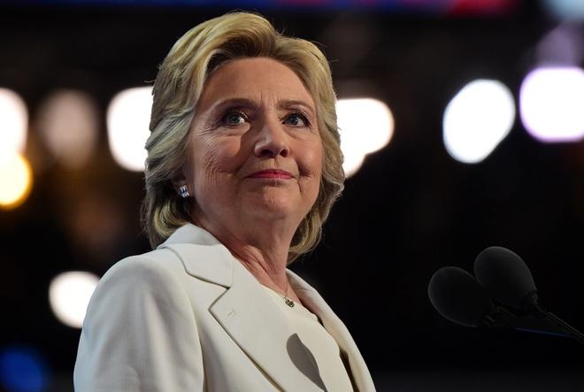 Ba Clinton kiem hon 10 trieu USD nam 2015 hinh anh