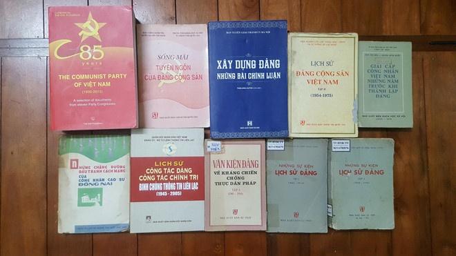 Trien lam sach ve Dang Cong san Viet Nam tai Ha Noi hinh anh